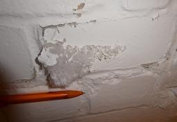 Salzausbluehungen-Kelleraussenwand