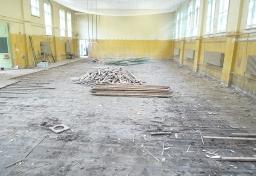 schimmelpilz-im-bodenaufbau-turnhalle-01_20130918_1118592680