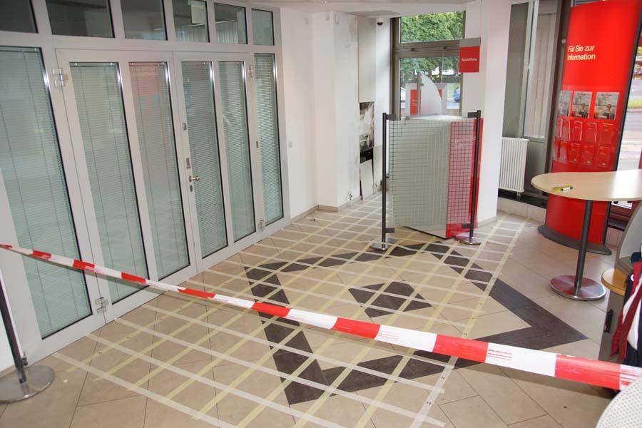 Feuchteschaden - Wasserschaden in einem Altbau in Berlin: Feuchtemessung